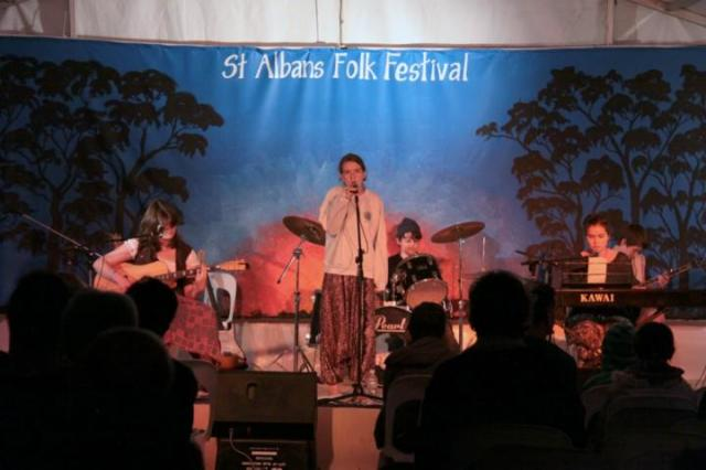 Vague at St Albans Folk Festival (photo https://www.facebook.com/vague).music